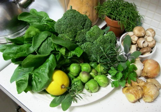 Bật mí công thức nấu nước dùng từ các loại rau củ thơm ngọt cho bé ăn dặm - Ảnh 3