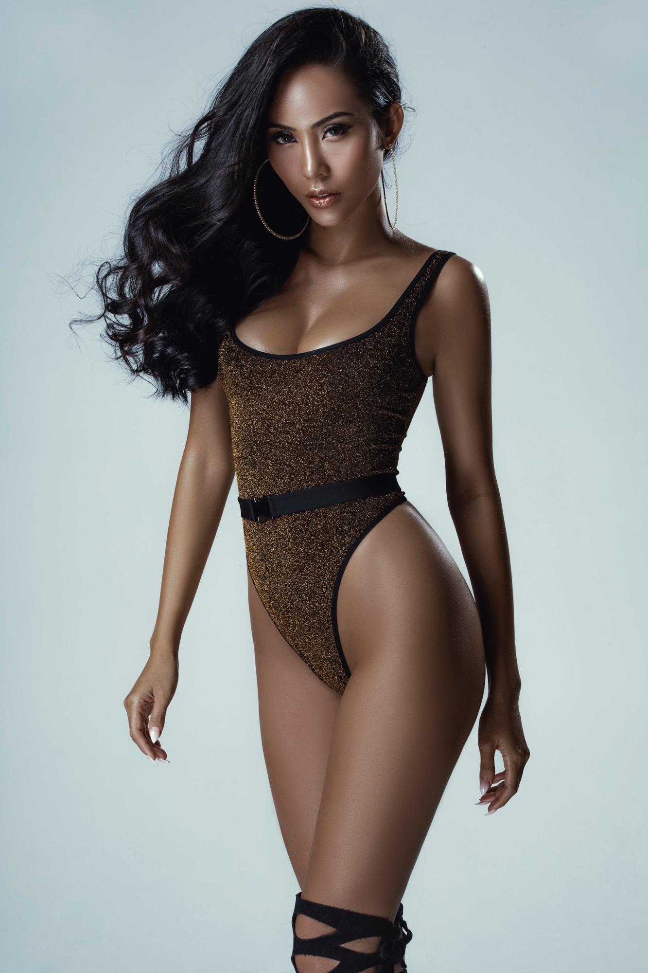 Chân dài Trương Hằng khoe trọn 'đường con nhức mắt' trong bộ hình bikini nóng bỏng - Ảnh 1