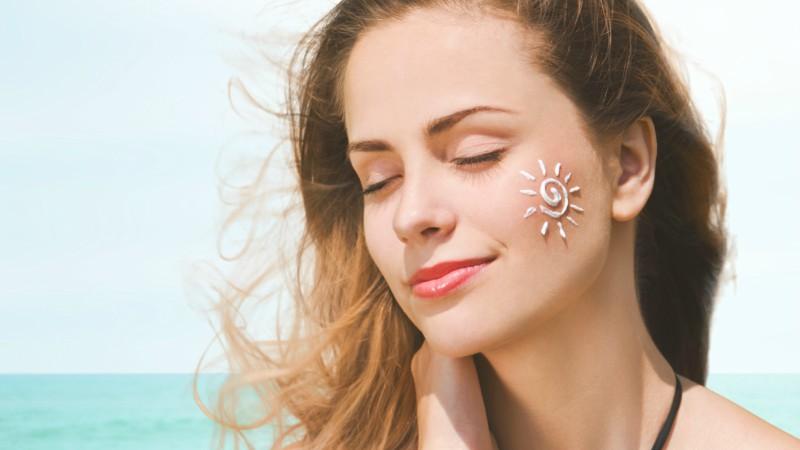 5 bí kíp chăm sóc da đơn giản giúp phụ nữ tuổi 40 giữ mãi 'tháng năm rực rỡ'  - Ảnh 4
