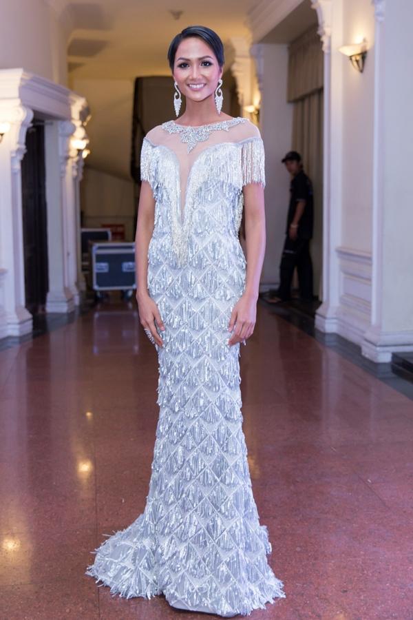 H'Hen Niê: Trước khi vinh danh Top 5 Miss Universe từng lọt Top sao mặc xấu đi vào lịch sử - Ảnh 1