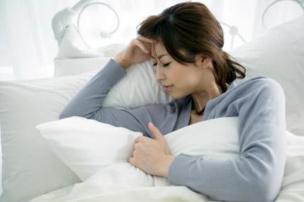 Chứng đau đầu sau sinh mổ: Nguyên nhân, dấu hiệu và cách giảm đau an toàn cho sản phụ - Ảnh 1