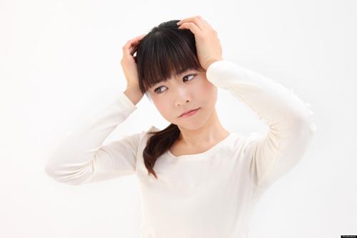 Chứng đau đầu sau sinh mổ: Nguyên nhân, dấu hiệu và cách giảm đau an toàn cho sản phụ - Ảnh 2