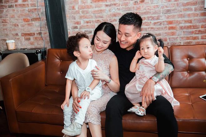 Tuấn Hưng hạnh phúc khoe bà xãHương Baby đang mang thai lần 3 - Ảnh 1