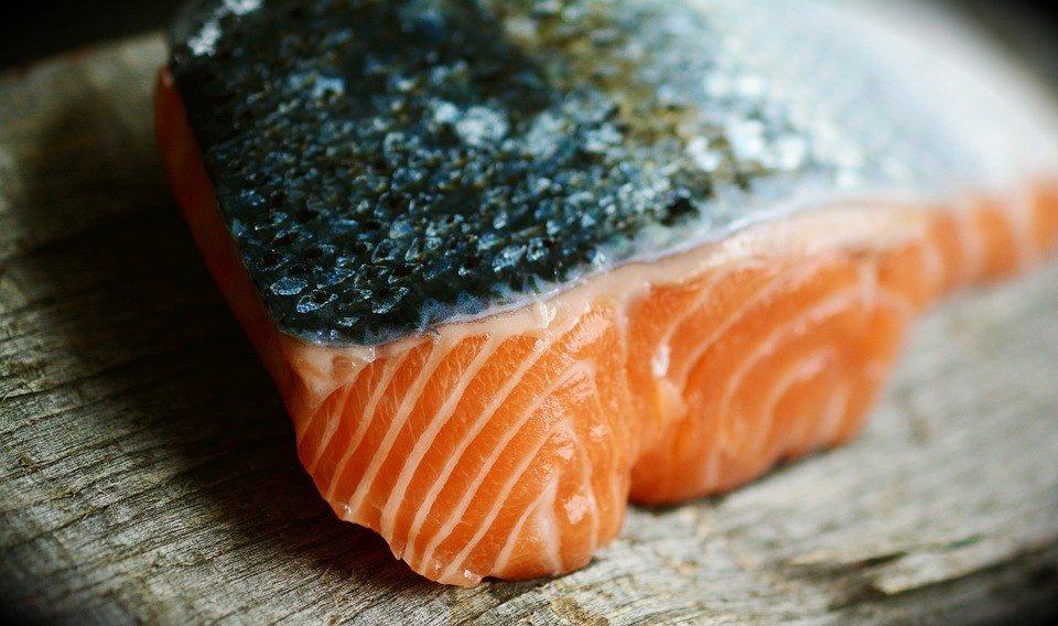 5 thực phẩm dưỡng ẩm tốt cho da, ngừa bong tróc - Ảnh 1