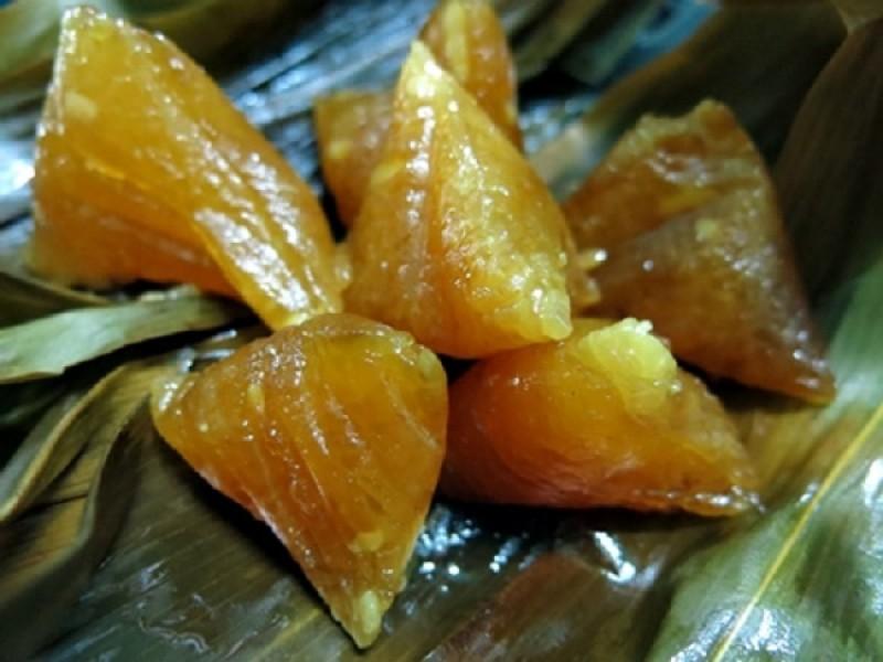 Bánh ú tro nhân đậu xanh với vị ngọt vừa quyện cùng đậu xanh béo bùi sẽ khiến bạn muốn ăn mãi không thôi