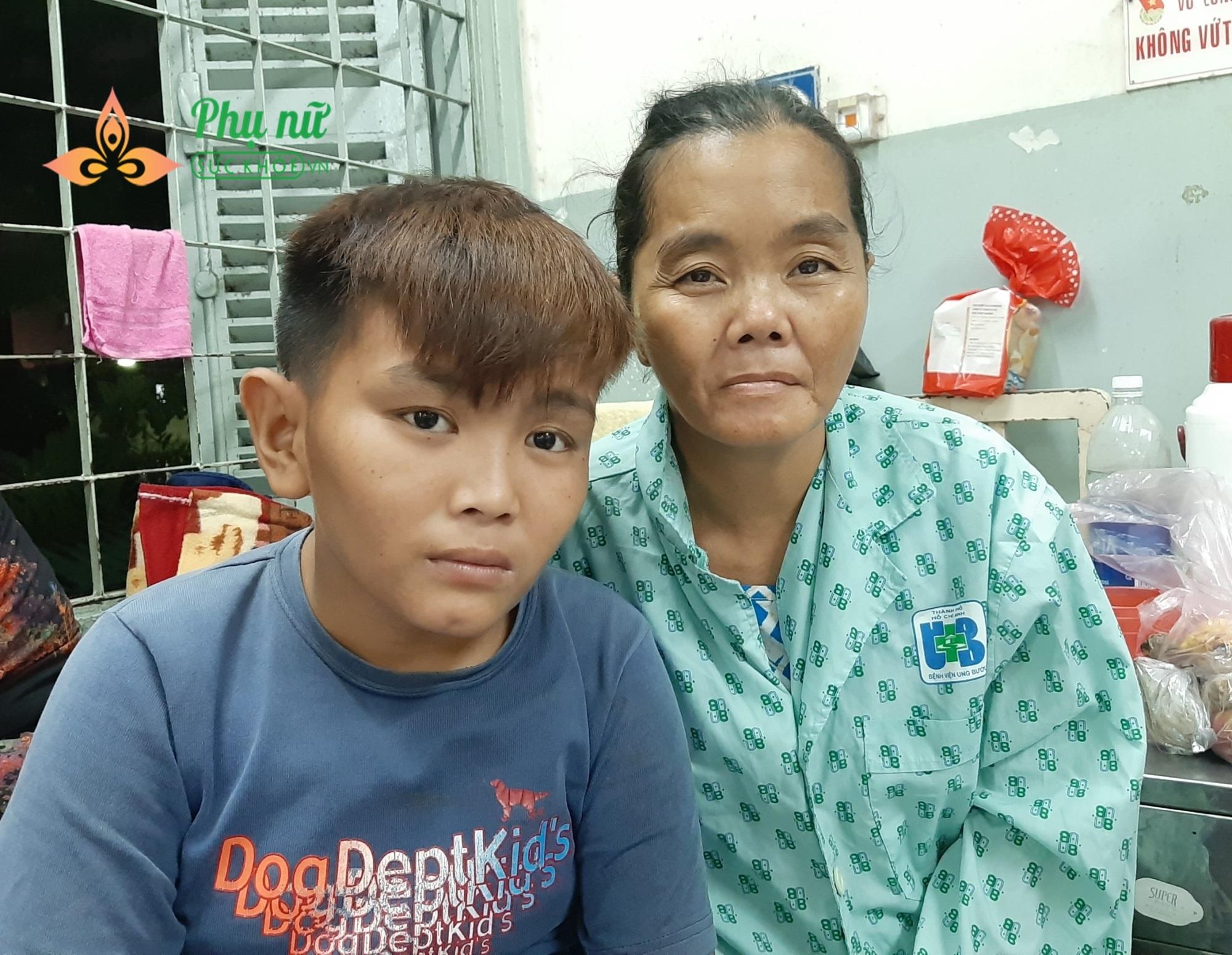 Người mẹ bị ung thư vú chỉ mong có cơ hội sống, nuôi nấng hai đứa con bị tâm thần