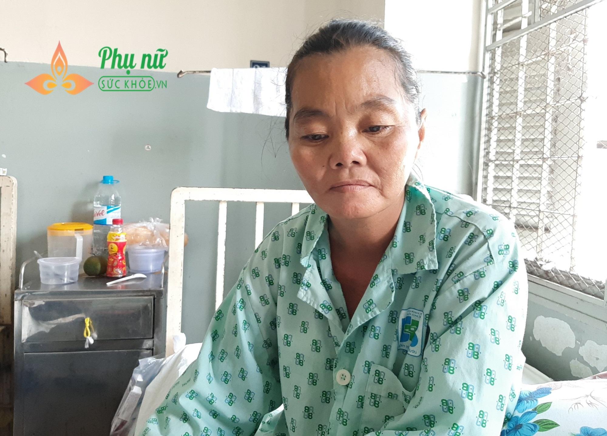 Người mẹ nghèo bị ung thư vú, mong được sống để nuôi hai con mắc bệnh tâm thần - Ảnh 1