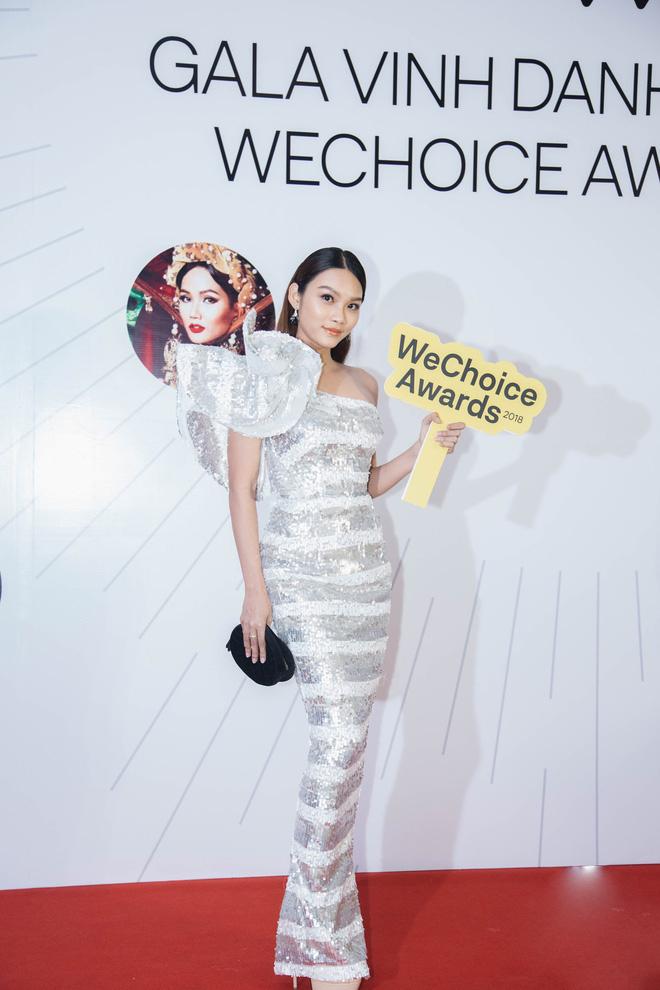 Dàn mỹ nhân Việt cạnh tranh body nóng bỏng trên thảm đỏ WeChoice Awards 2018 - Ảnh 10