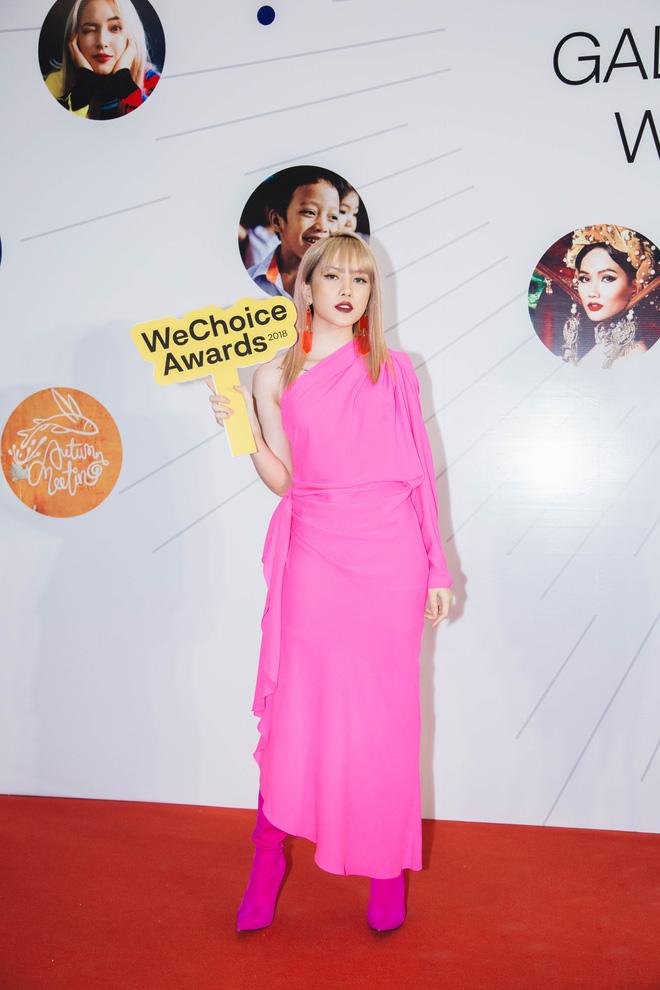 Dàn mỹ nhân Việt cạnh tranh body nóng bỏng trên thảm đỏ WeChoice Awards 2018 - Ảnh 7