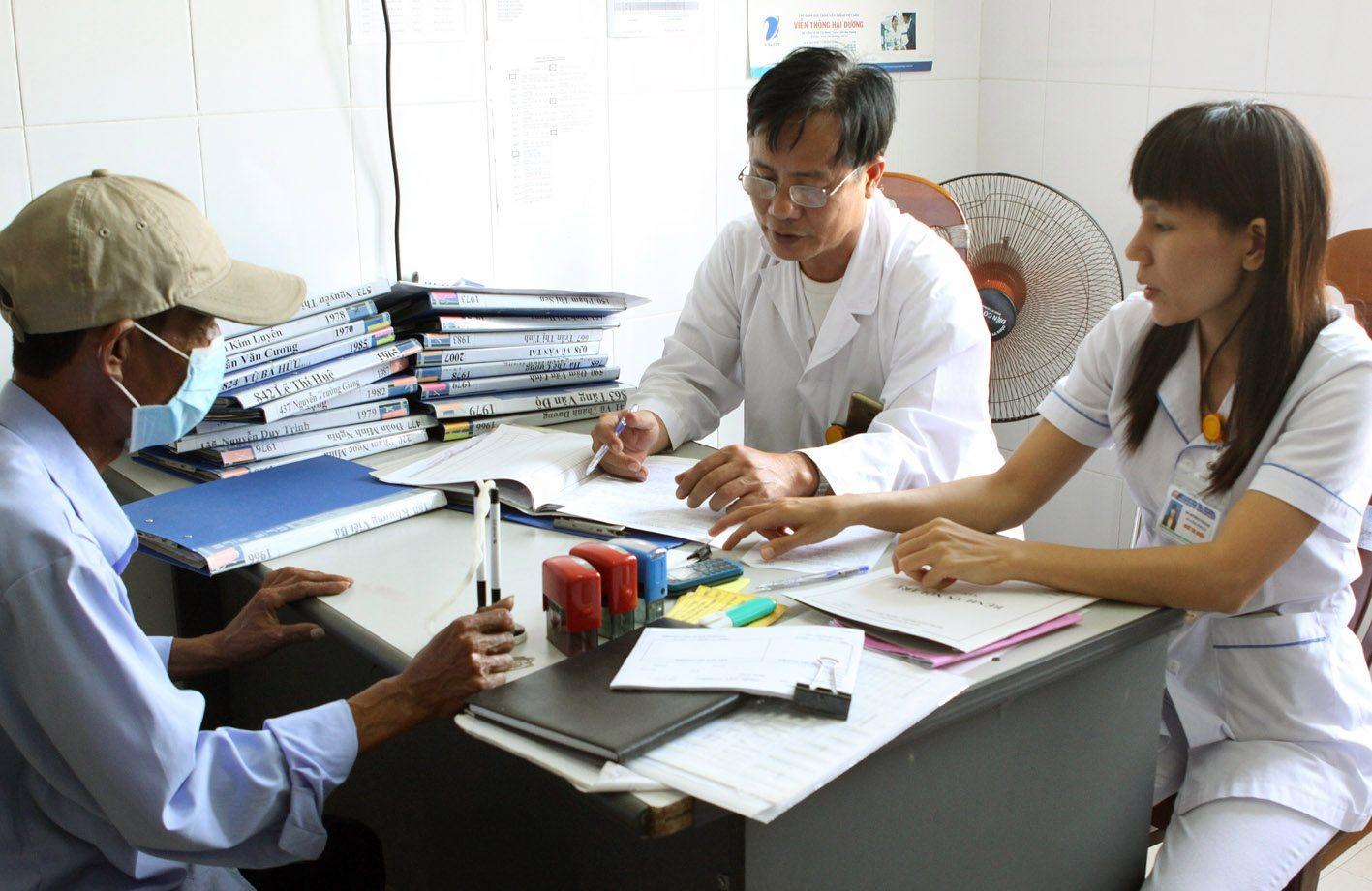 Những bệnh nhân đầu tiên được điều trị bằng thuốc kháng virus từ nguồn bảo hiểm y tế - Ảnh 1