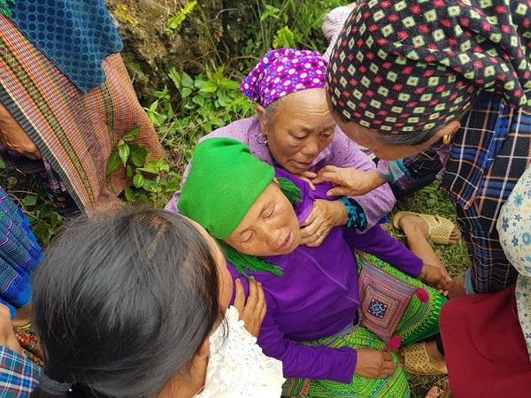 Không có kỳ tích, người đàn ông kẹt trong hang đá ở Lào Cai đã tử vong - Ảnh 1