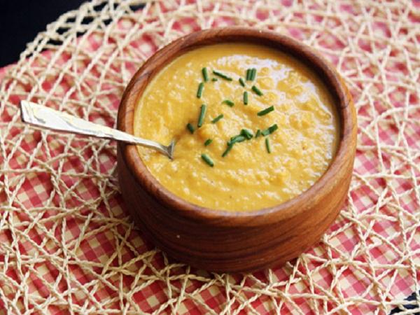 Khi bị đau dạ dày, nên ăn cháo khoai tây thịt bằm hoặc thực phẩm giàu tinh bột để nhanh chóng tiết chế cơn đau