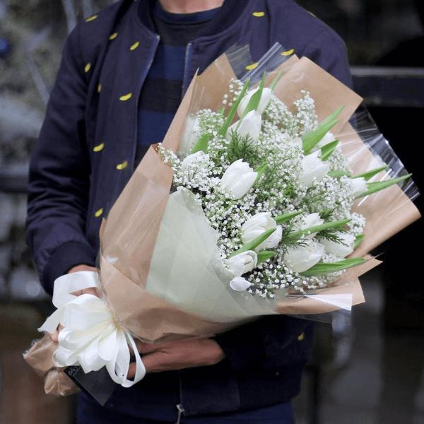 """Bó hoa tulip nặc danh trên bàn làm việc vợ và âm mưu hiểm độc bất ngờ của """"người xưa"""" - Ảnh 1"""