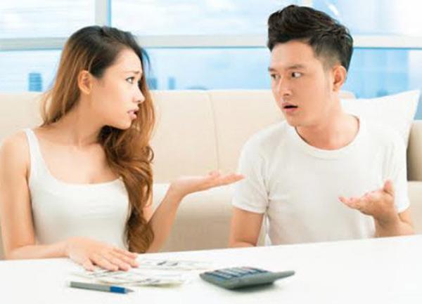 Chồng liên tục giục vợ đi tắm cho mát, nào ngờ ý định mờ ám với chiếc điện thoại - Ảnh 3