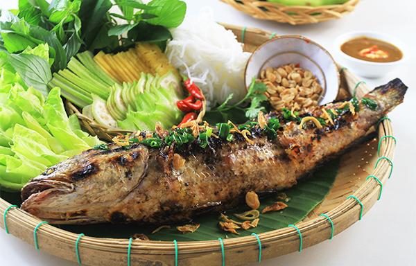 Cá lóc và rau sống là 2 nguyên liệu thanh mát, giúp giải nhiệt và hỗ trợ điều trị bệnh trĩ hiệu quả