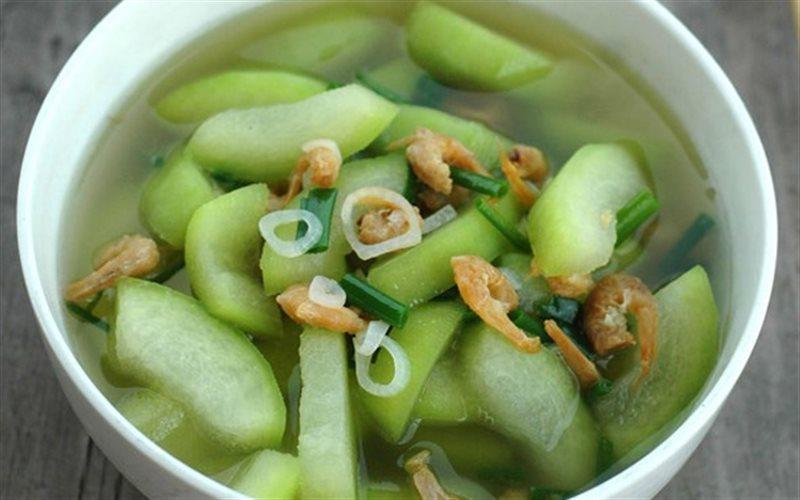 Món canh bí xanh tôm khô với vị ngọt lừ cùng hương thơm đặc trưng của tôm khô sẽ giúp cả nhà cảm thấy thích thú và ăn ngon miệng