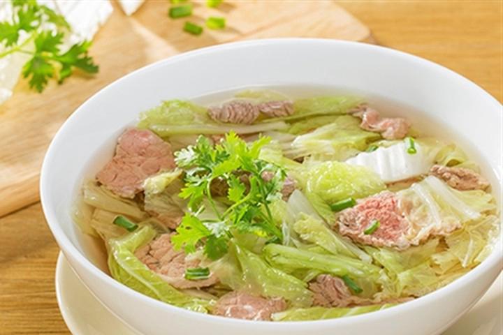 Canh cải thảo thịt bằm mang lại hương vị ngọt lừ, thanh mát sẽ giúp cả nhà có bữa cơm ngon miệng