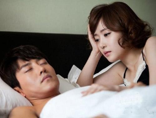 Hoang mang chồng chỉ nồng nhiệt mỗi đêm tân hôn, sau đó chỉ 5 phút là xong, mặc kệ cảm xúc của vợ - Ảnh 2