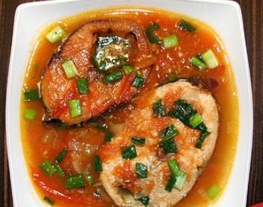 Cá ngừ sốt cà chua có vị đậm đà, hương thơm hấp dẫn và màu sắc bắt mắt chắn chắn sẽ khiến cả nhà thích mê và ăn cơm không biết ngán