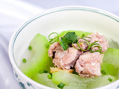 Canh thịt vịt hầm bí xanh có tác dụng chữa được các bệnh thường gặp như: yếu sinh lý, mất ngủ, táo bón, suy dinh dưỡng