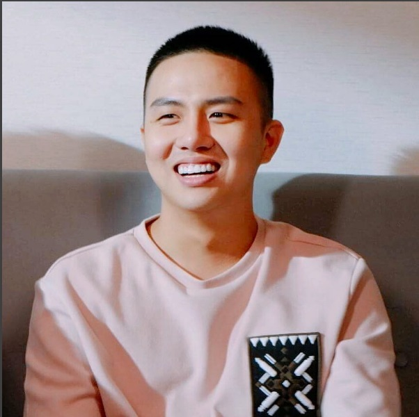 Trấn Thành bị phát hiện mặc áo cặp với 'bạn trai tin đồn' - Ảnh 2