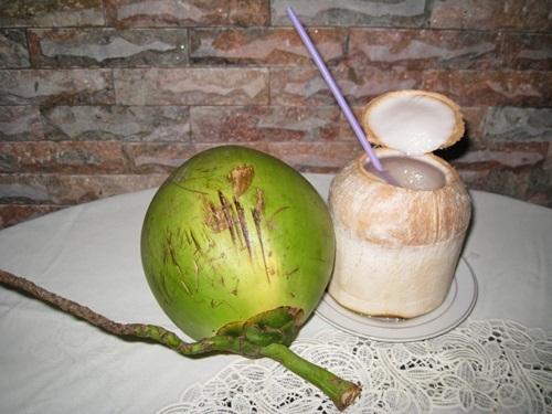 Da trắng, sạch mụn và thân hình mi nhon trông thấy nhờ uống nước dừa liên tục 7 ngày mỗi khi đói bụng - Ảnh 3
