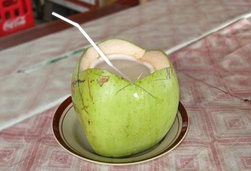 Da trắng, sạch mụn và thân hình mi nhon trông thấy nhờ uống nước dừa liên tục 7 ngày mỗi khi đói bụng - Ảnh 2