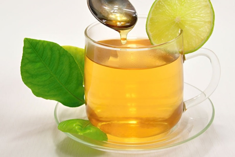 Cách làm trắng da tại nhà nhanh nhất với trà xanh và mật ong