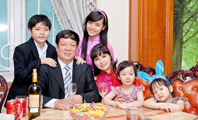 Cuộc sống của những gia đình đông con nhất showbiz Việt - Ảnh 5