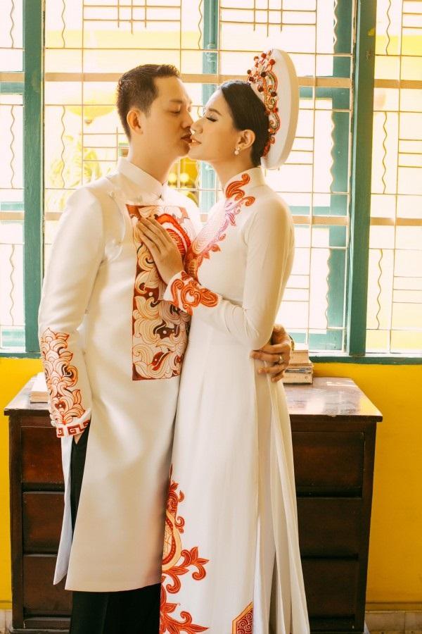 Ngắm trọn bộ ảnh cưới truyền thống đẹp lung linh của Trang Trần cùng ông xã Việt kiều Louis Trần - Ảnh 1