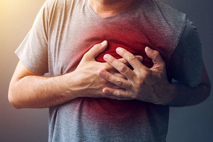 Đột quỵ là tình trạng xảy ra khi mạch máu dẫn đến não bị tắc nghẽn hoặc bị vỡ, khiến não không nhận đủ oxy và bắt đầu chết dần