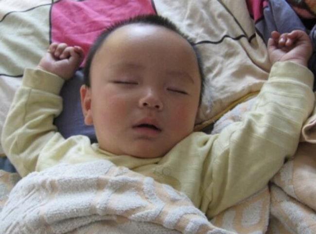 Thời tiết trở lạnh, con ngủ ngon, không quấy khóc và ho ốm nếu mẹ áp dụng những quy tắc 'vàng' này - Ảnh 1