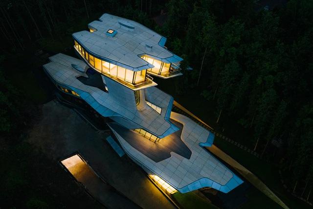 Dinh thự phỏng theo tàu vũ trụ bí ẩn giữa rừng của đại gia bất động sản - Ảnh 5