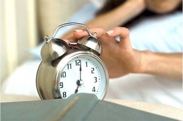 Đừng để 4 thứ này gần đầu giường, nếu không sức khỏe sẽ bị ảnh hưởng nghiêm trọng - Ảnh 1