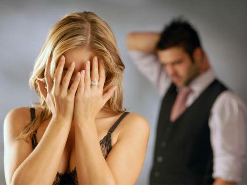 Phụ nữ 'yêu bằng tai' nên thường tan chảy trước những lời nói có cánh của đàn ông mà không biết đó là 'viên đạn bọc đường' của kẻ chẳng ra gì - Ảnh 2