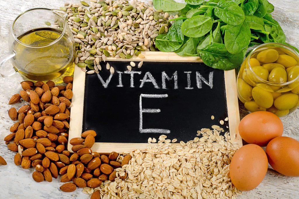 Vitamin E là 'vị thuốc bổ' quan trọng với sắc đẹp và sức khỏe, phụ nữ có 5 dấu hiệu sau, chị em phải bổ sung ngay - Ảnh 2