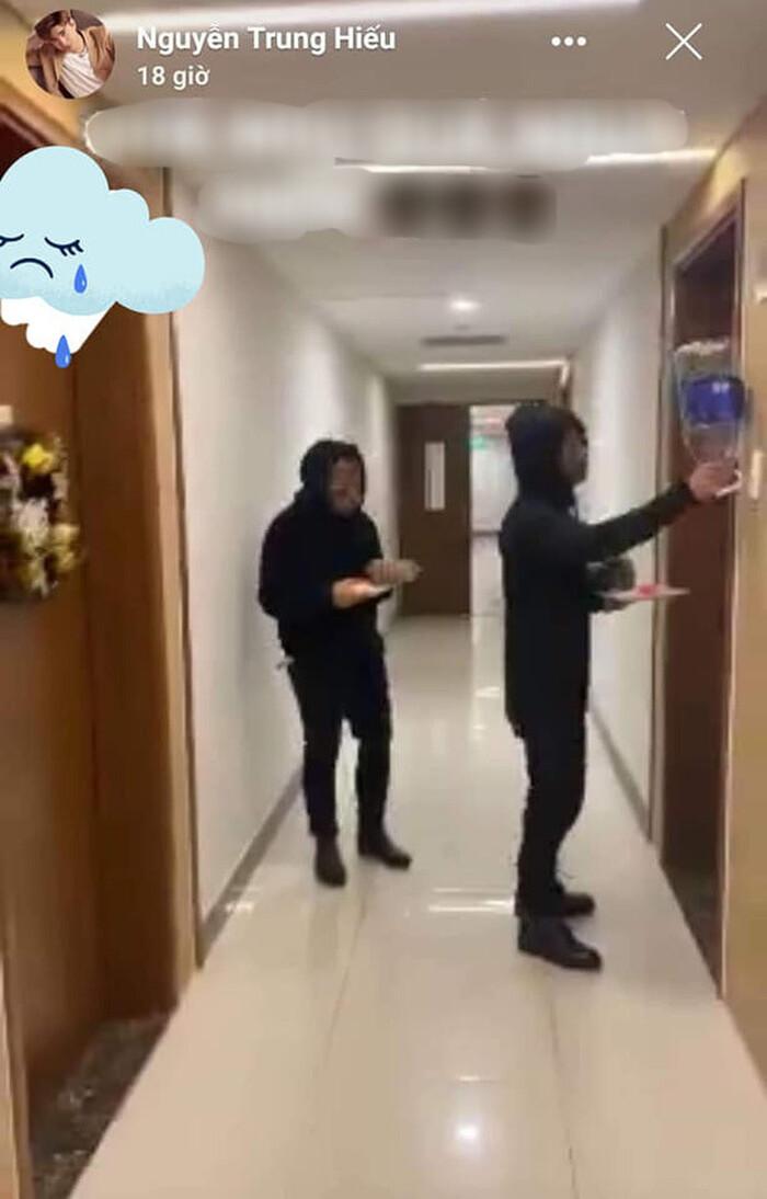 Cư dân mạng 'soi' bằng chứng Ninh Dương Lan Ngọc liên tiếp chụp ảnh ở nhà Chi Dân - Ảnh 6