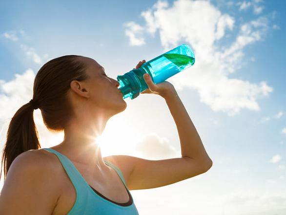 Luôn thấy khát nước cảnh báo bệnh gì? - Ảnh 1