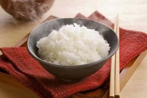 Mẹ bỉm chia sẻ bí quyết bảo quản cơm thừa mấy ngày không hỏng, chỉ cần một vật liệu thần thánh này - Ảnh 1
