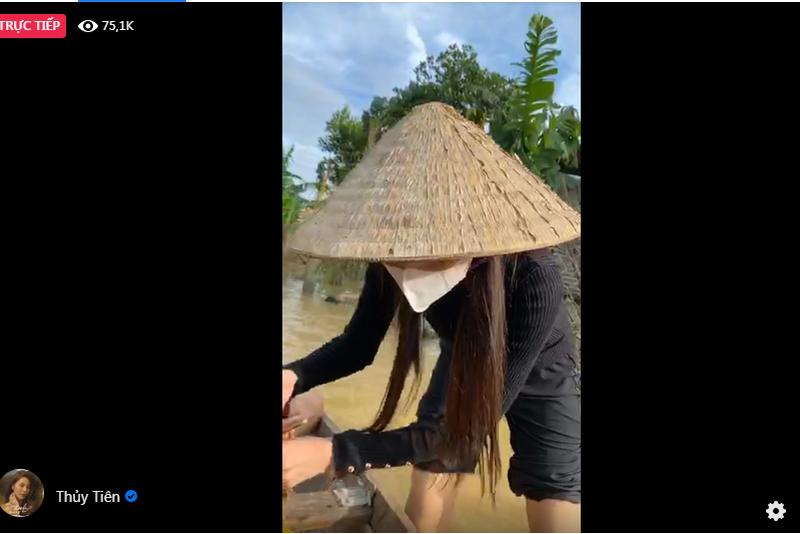 Hình ảnh ca sĩ Thủy Tiên kêu gọi được 100 tỷ đồng, lao vào lũ dữ cứu trợ đồng bào - Ảnh 4
