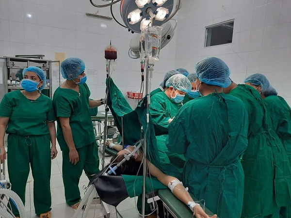 Hy hữu Quảng Bình cứu sống thai phụ bị vỡ tử cung khi mang bầu ở tháng thứ 3 - Ảnh 1