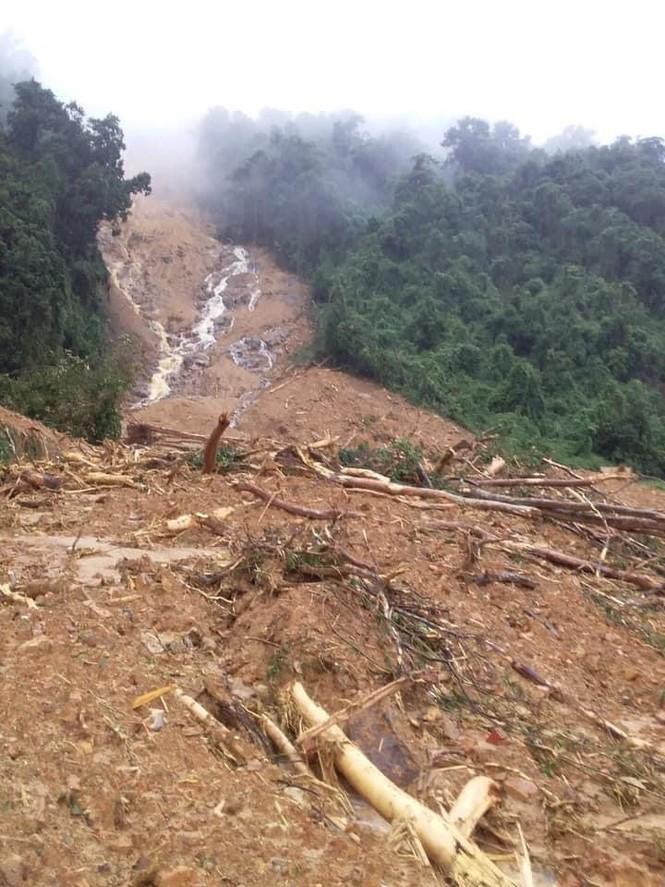 Quảng Bình: Sạt lở núi kinh hoàng, vùi lấp đồn biên phòng và xé toác QL 12A - Ảnh 5