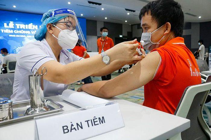 TP.HCM sẽ có 10 triệu liều vaccine COVID-19 trong năm nay - Ảnh 1