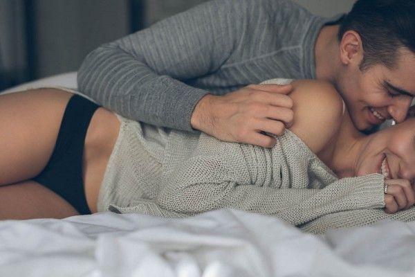 Bí quyết để có màn dạo đầu hoàn hảo, đàn ông nên biết để giúp vợ cảm nhận được sự thăng hoa - Ảnh 1