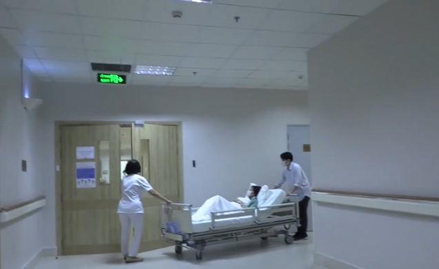 Ông Cao Thắng 'hộ tống' Đông Nhi vào bệnh viện sinh con gái đầu lòng - Ảnh 4