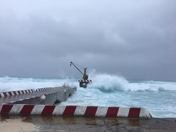 Bão số 9 đang gây gió cấp 8-9 tại đảo Song Tử Tây - Ảnh 1