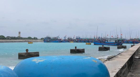 Bão số 9 đang gây gió cấp 8-9 tại đảo Song Tử Tây - Ảnh 3