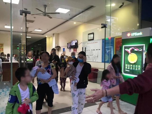 Hà Nội: Cháy ở chung cư Linh Đàm, hàng trăm cư dân tháo chạy - Ảnh 2