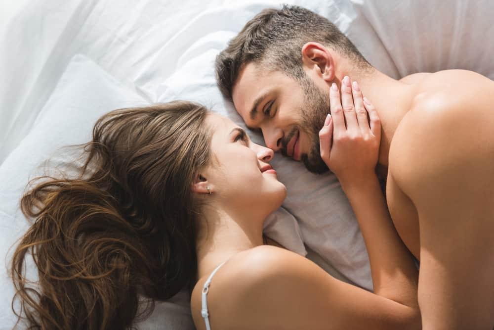 Cách 'YÊU' giúp cả hai dễ dàng chạm mốc thăng hoa, vợ nên biết để giúp chồng 'đạt đỉnh' - Ảnh 1