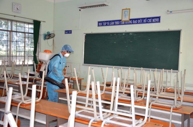 2.000 học sinh TP.HCM phải nghỉ học vì cô giáo tiếp xúc bệnh nhân COVID-19 - Ảnh 1